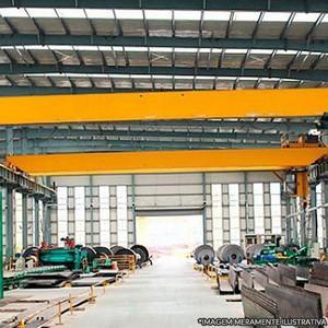 Estrutura metálica para equipamentos de movimentação de carga