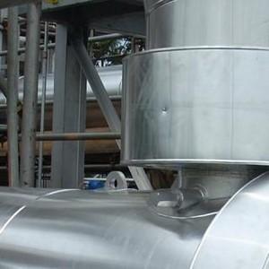 Montagem de isolamento térmico em caldeiras