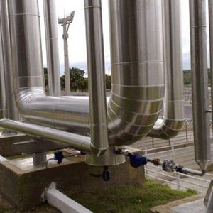 Montagem de isolamento térmico em tubulação